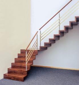 Spektakulär ist diese Faltwerktreppe. Sie nutzt geschickt mit ihrer Wendelung die Ecke des Wohnraums aus, um die Richtung des Treppenlaufs zu ändern.