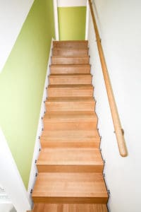 Eine Faltwerktreppe eignet sich in ihrer dezenten Eleganz sehr gut für schmale Treppenräume