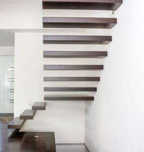 Kragarmtreppe mit Eiche Stufen